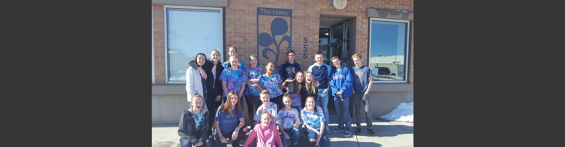 Alameda Middle School students volunteering at Idaho Food Bank.